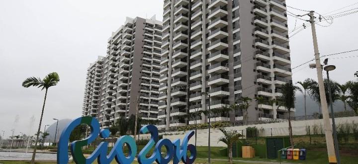 vila-olimpica-dos-atletas-que-sera-usada-nos-jogos-do-rio-2016-recebe-visita-oficial-do-cob-1466712861106_v2_900x506